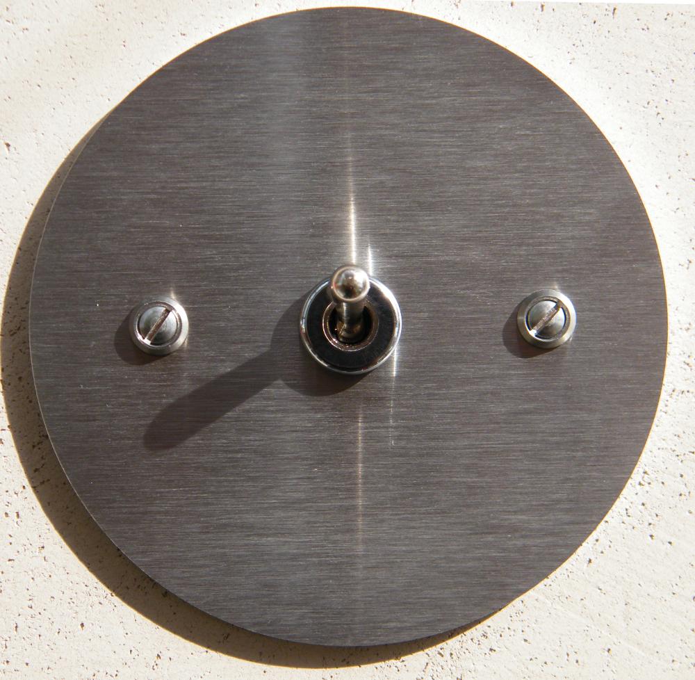 interrupteur inox rond interrupteurs et prises au design r tro pour une d co vintage. Black Bedroom Furniture Sets. Home Design Ideas