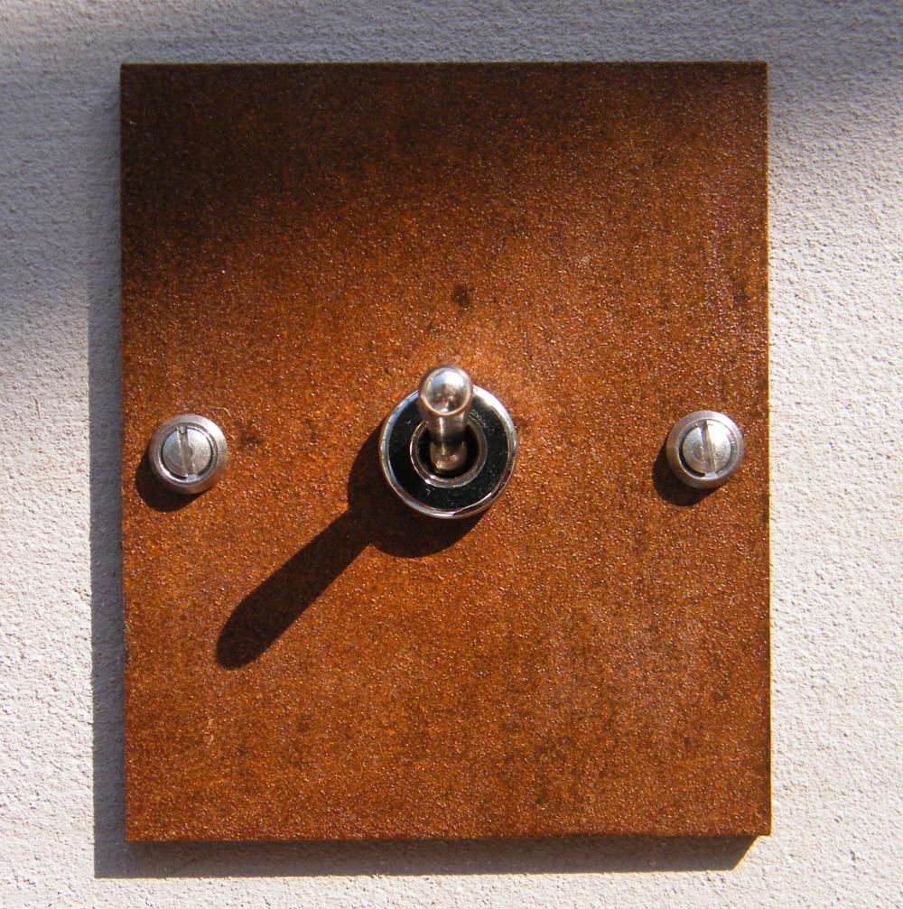 interrupteur corten rectangle interrupteurs et prises au design r tro pour une d co vintage. Black Bedroom Furniture Sets. Home Design Ideas