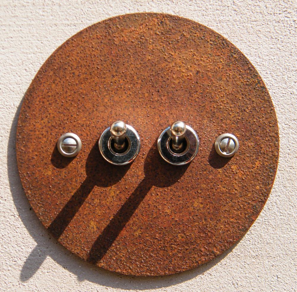 interrupteur double rouille rond interrupteurs et prises au design r tro pour une d co vintage. Black Bedroom Furniture Sets. Home Design Ideas