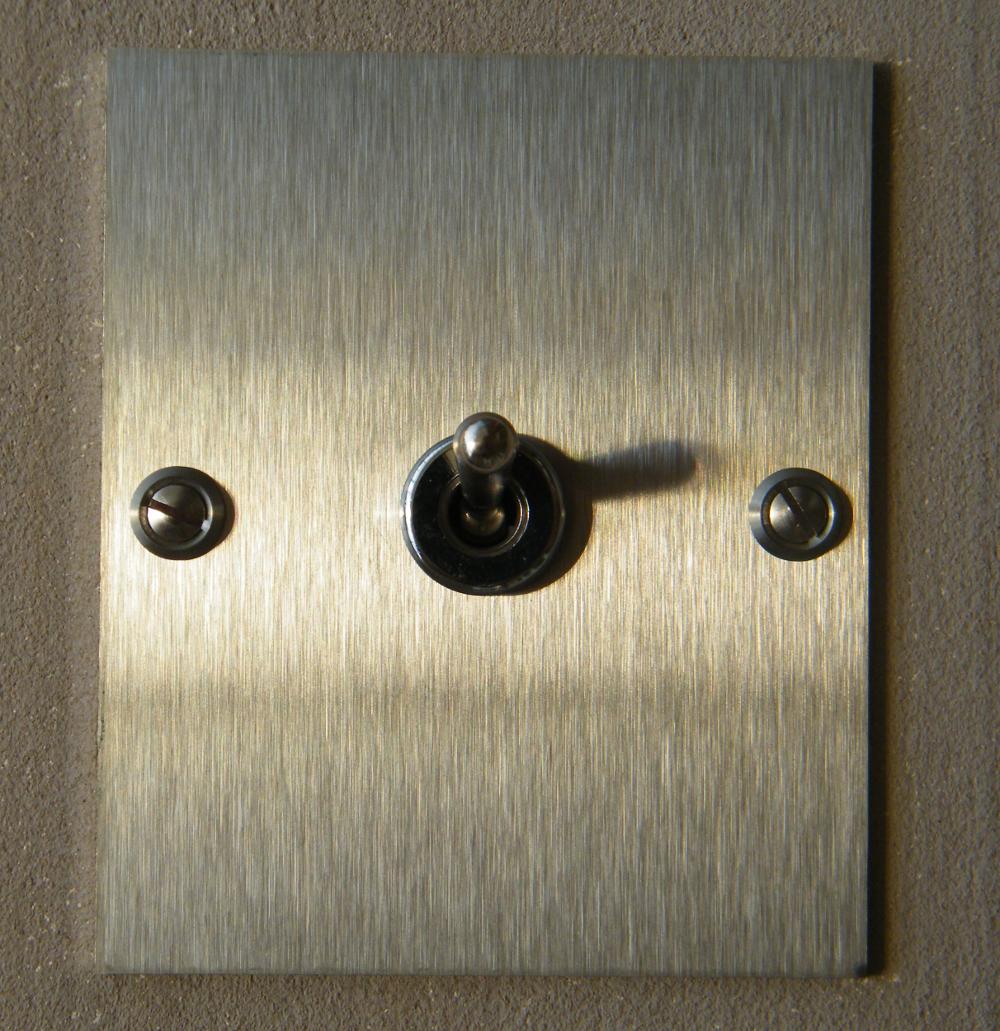 interrupteur inox rectangle interrupteurs et prises au design r tro pour une d co vintage. Black Bedroom Furniture Sets. Home Design Ideas