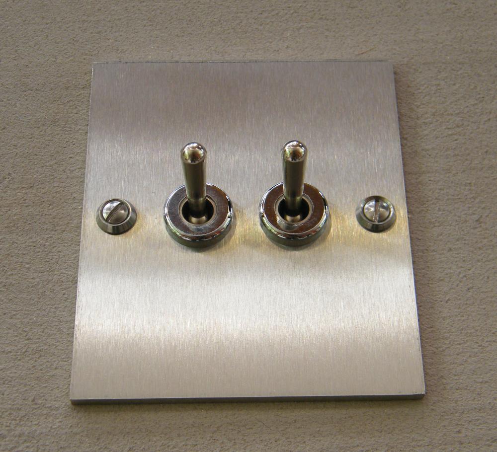 interrupteur double inox rectangle interrupteurs et prises au design r tro pour une d co vintage. Black Bedroom Furniture Sets. Home Design Ideas
