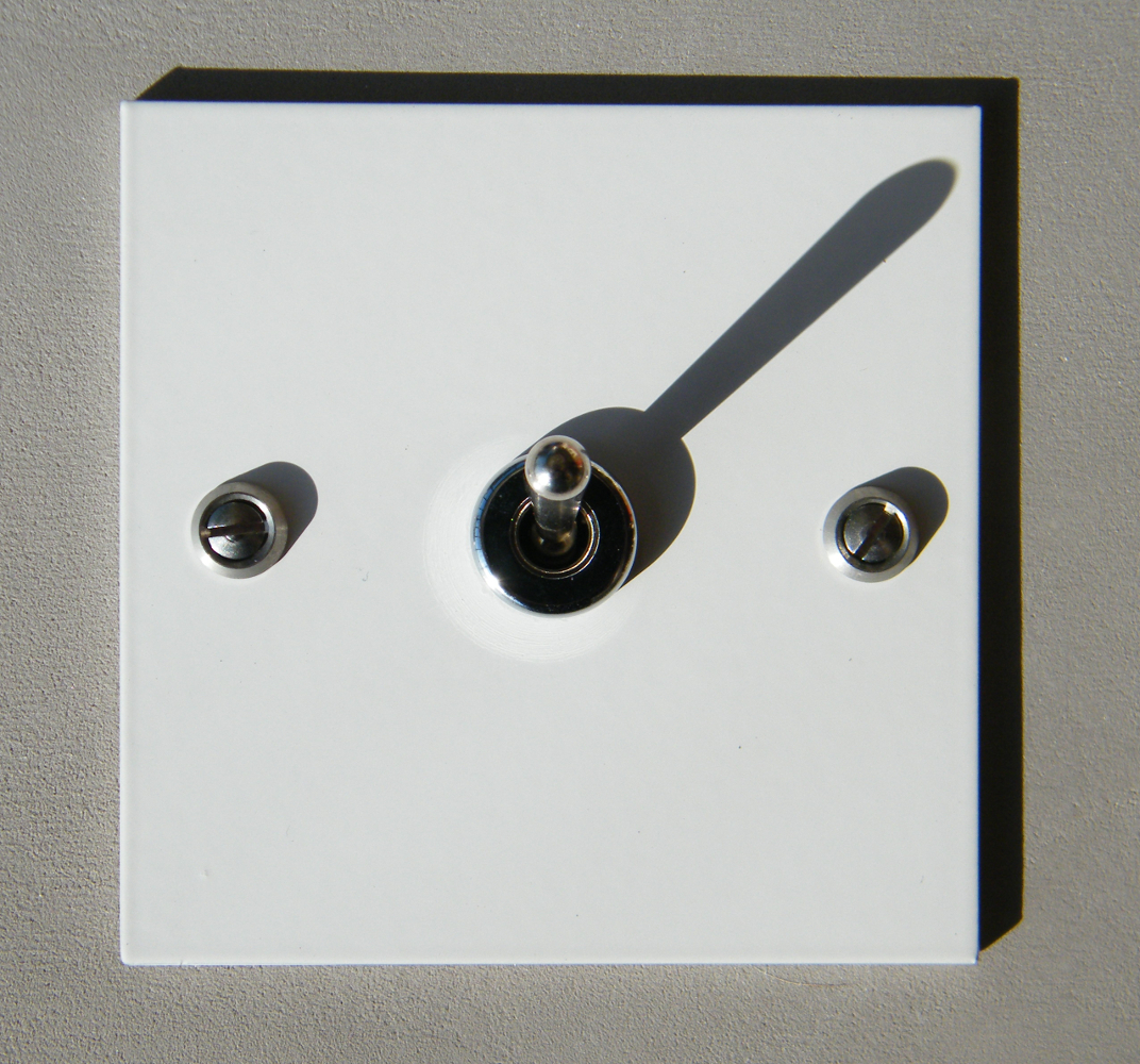 interrupteur blanc carr interrupteurs et prises au design r tro pour une d co vintage. Black Bedroom Furniture Sets. Home Design Ideas