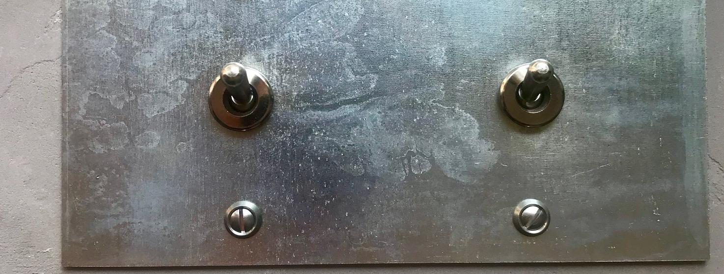 L' interrupteur galvanisé: l'essence de Basic-Loft.